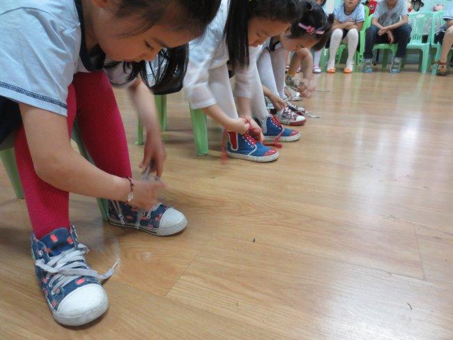 步骤穿衣幼儿图如何用手机冲qb图片